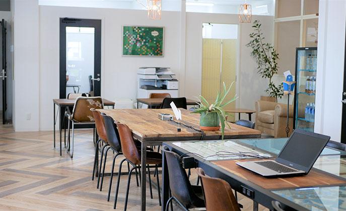 〈大仙市〉託児所とカフェ併設のシェアオフィス。考え抜かれた居心地の良さが魅力!