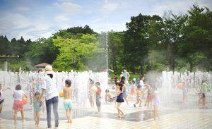 【おすすめ公園シリーズ】噴水で夏の暑さを吹きとばそう!小泉潟公園の噴水広場〈秋田市〉