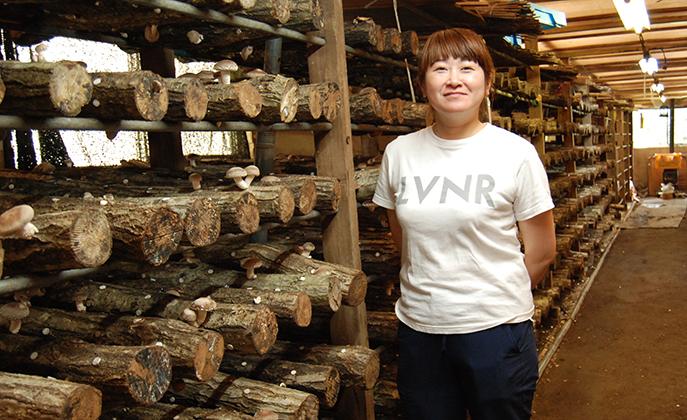 アーティストの顔も持つ、極厚原木しいたけ「絹」を支える若手農業家